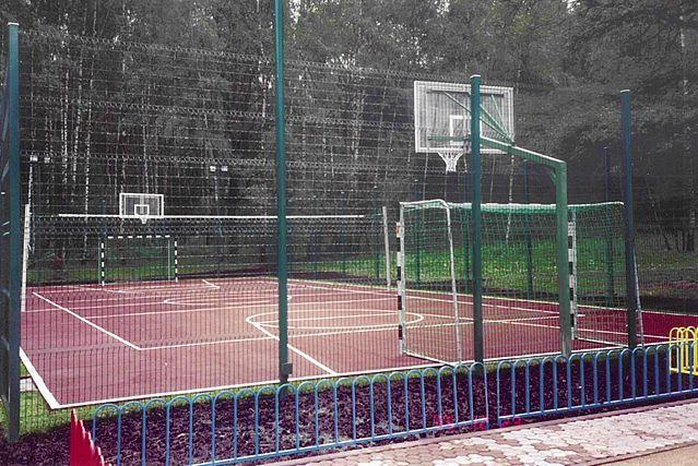 Футбольная площадка во дворе своими руками